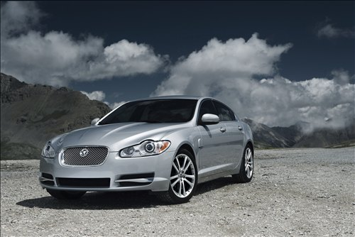 2010-New-Jaguar-XF-car-walls